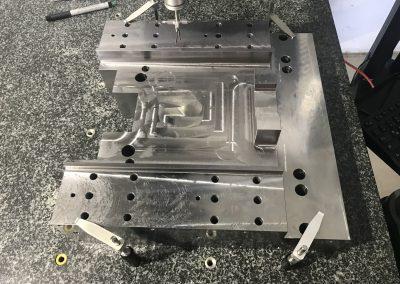 Qualitätskontrolle- Grundplatte f. Maschinenbau
